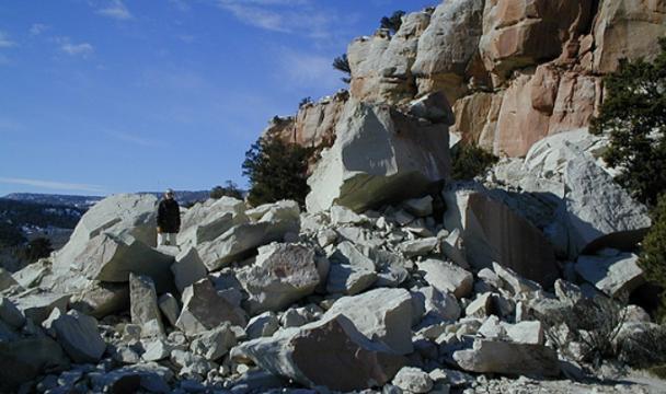 ВСеверной Осетии камнепад заблокировал 8 населенных пунктов
