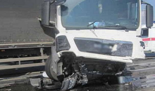 Натрассе вЧелябинской области столкнулись грузовые автомобили