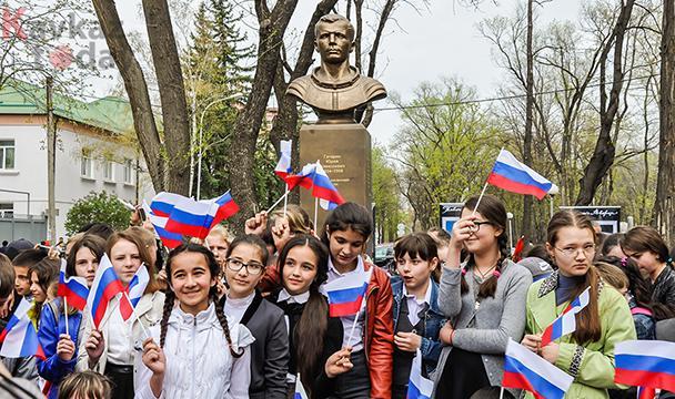 Открытие в Черкесске памятника Юрию Гагарину