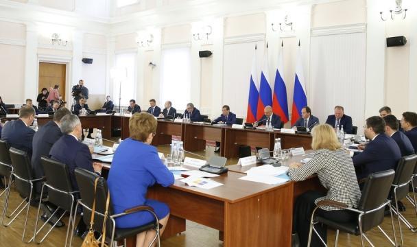 Медведев: видеале каждый регион Российской Федерации должен зарабатывать свои доходы сам