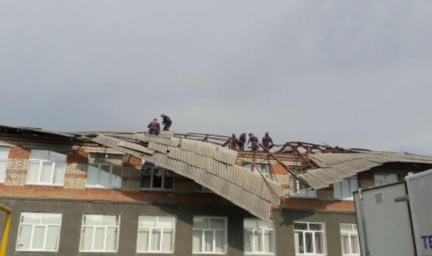 Сильный ветер иград повредили около 150 домов вКарачаево-Черкесии