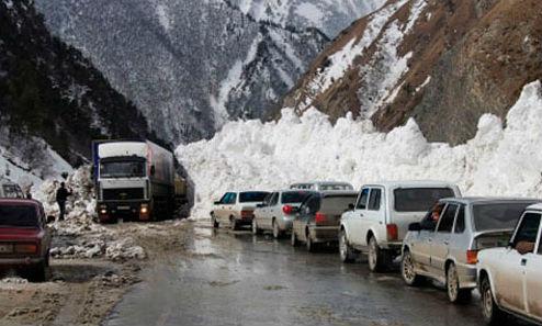 НаВоенно-Грузинской дороге закрыли проезд для фур иавтобусов