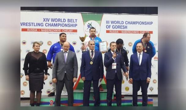 Рустам Арсланов стал чемпионом мира поборьбе напоясах