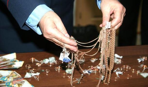 ВМинводах парень похитил уматери друга золота на82 тысячи руб.