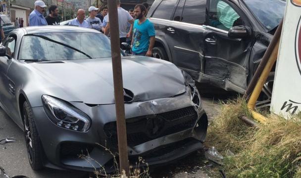 Спорткар двукратного чемпиона мира посамбо попал вДТП вДагестане