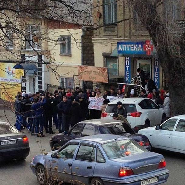ВПятигорске около аптеки устроили митинг против торговли «Лирикой»